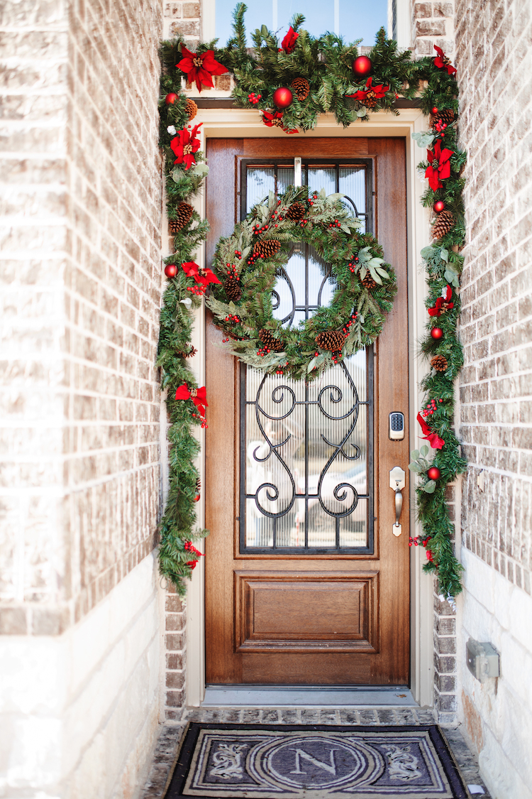 Classic Outdoor Holiday Decor